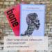 Eine Hand hält die Bücher »Bone« und »In den Knochen« von Yrsa Daley-Ward vor einer Steinwand. Davor steht die Überschrift: Über Schmerzen, Sehnsucht und neue Kraft. Lyrik von Yrsa Daley-Ward